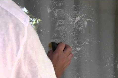buzlu camdaki yağlı boya nasıl çıkar