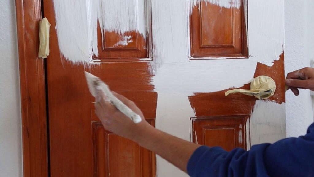 vernikli ahşap kapı boyama